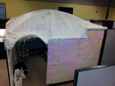 Igloo Cubicle | Christmas cubicle decorations, Office